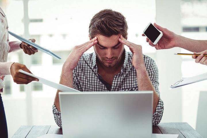 Image d'une personne débordée et stressée